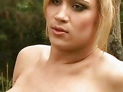 Shemale bombshell Bianca Andrade Jerking outdoor