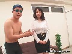 Great looking oriental chick sucks boner