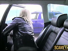 Blonde amateur Johana cant pay the taxi bill and gives head instead