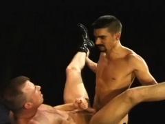 Hardcore gay fisting porn Club Inferno's own Uber-bottom,