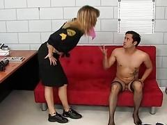 Enthralling shemale police officer takes sexual advantage of her inmate