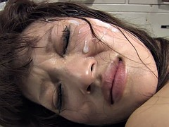 Horny dude bangs retsrained beauty in a jail cell