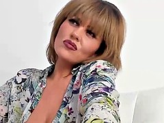 cute cougar woman masturbation on live camshow