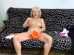 Wrinkly Gilf Pleasures Her Muff