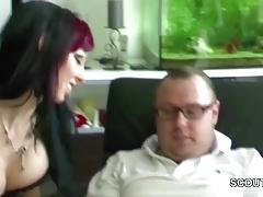 Sie schenkt ihm einen Dreier mit ihrer bester Freundin