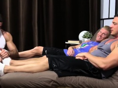 Hunky guys masturbating while they get their toes sucked