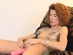 Mom enjoys pounding on her slit