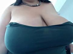 chunky cute slut orgasming on camshow