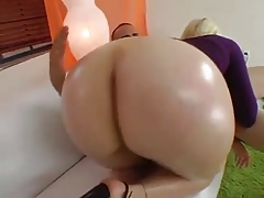 Plump beauty with gorgeous huge and juicy ass