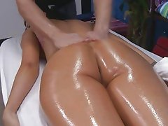 Teen expiriencing some oiled sex