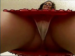 Amateur Jassie Creams On A Cock